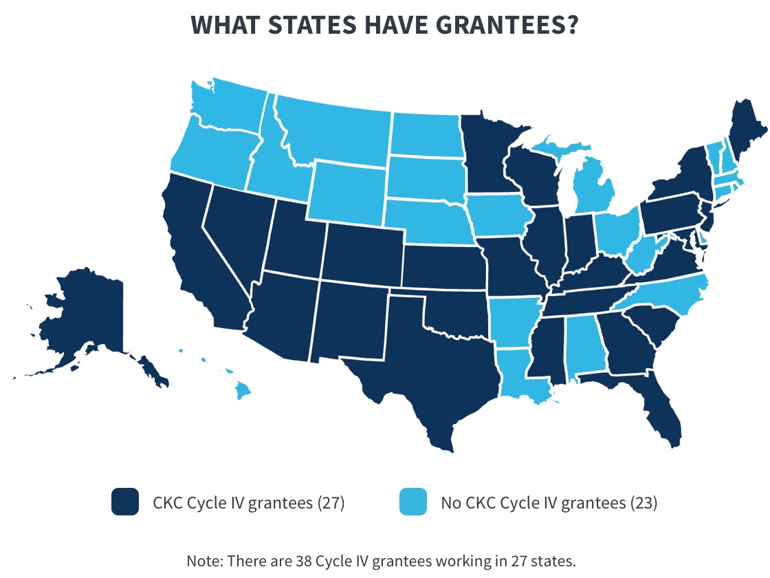 The figure shows a map of the United States, with the 27 states where the 38 Connecting Kids to Coverage (CKC) grantees arelocated colored dark blue. Those states include: AR, AZ, CA, CO, FL, GA, IL, IN, KS, KY, MD, MA, MN, MO, MI, NJ, NM, NV, NY,OK, PA, SC, TN, TX, UT, VA, and WI.